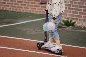 elegir-patinete-3-ruedas-para-nino-2-anos